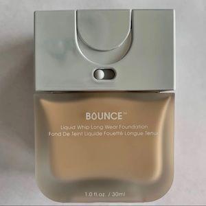 Beauty blender Bounce Foundation In 220